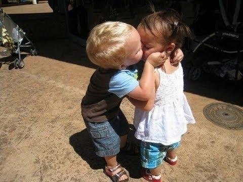 Gyermek csók videó összeállítás